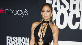 Jennifer Lopez sa predvádzala v kreácii Atelier Versace.