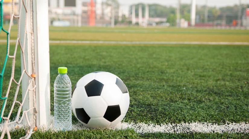 futbalová lopta, futbalová bránka, fľaša,...