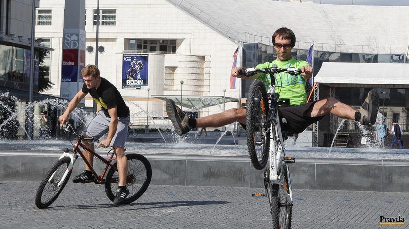 cykloakcia, presadni na bicykel, Cyklisti,...