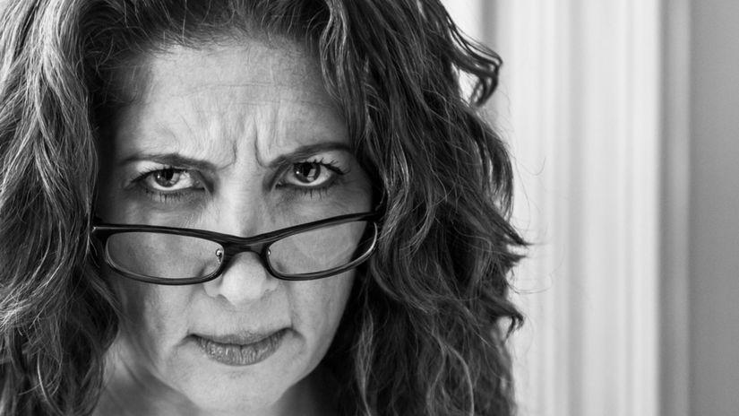 žena - zlá nalada - hnev - zrelá žena