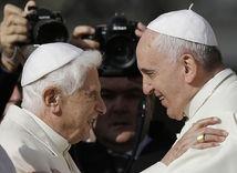 František, Benedikt XVI., pápež