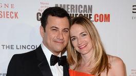 Moderátor Jimmy Kimmel a jeho životná partnerka Molly McNearney. 48865f53515