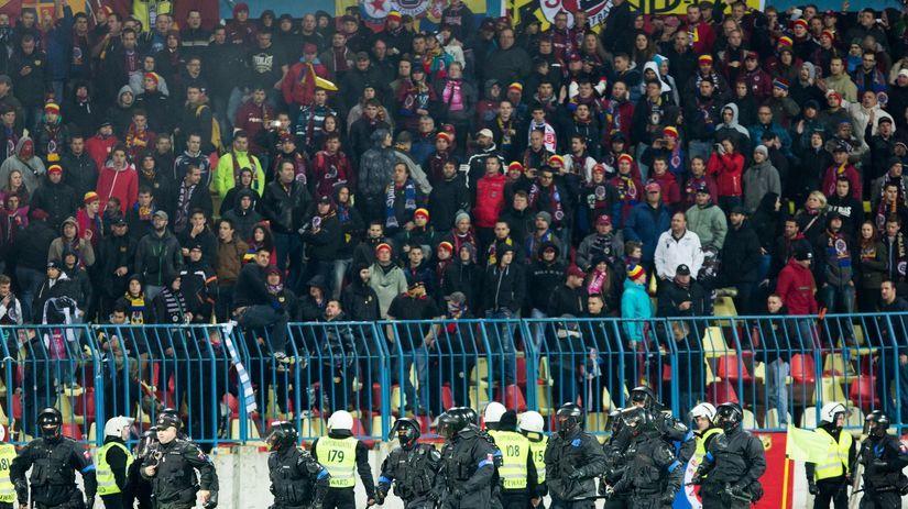 Slovan - Sparta, polícia, ťažkoodenci
