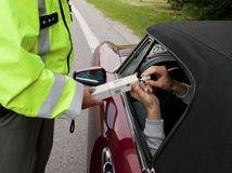 polícia, radar, meranie rýchlosti, alkohol, tester