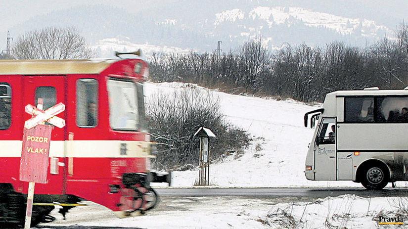 vlak, autobus, priecestie