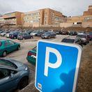 Bezplatné parkovanie pri nemocniciach má háčik