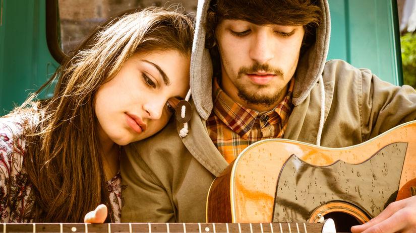 gitara - muž - hra - láska - rande