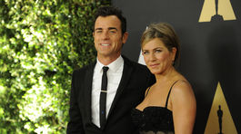 Herec Justin Theroux a jeho snúbenica Jennifer Aniston.