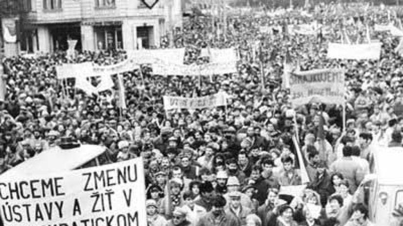 nežná revolúcia, demonštrácia, protest, námestie