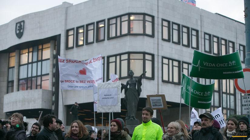 protest SAV pred parlamentom