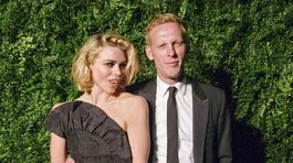 Britská herečka Billie Piper a jej manžel Lawrence Fox.