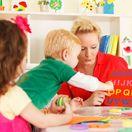 škôlka, magnety, dieťa, deti, abeceda, materská škola, učiteľka, vychovávateľka,