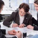 podpis, zmluva, právnik, list, klient, pero, písanie, asistencia, asistent, dohovor, dôchodca, dôchodlyňa