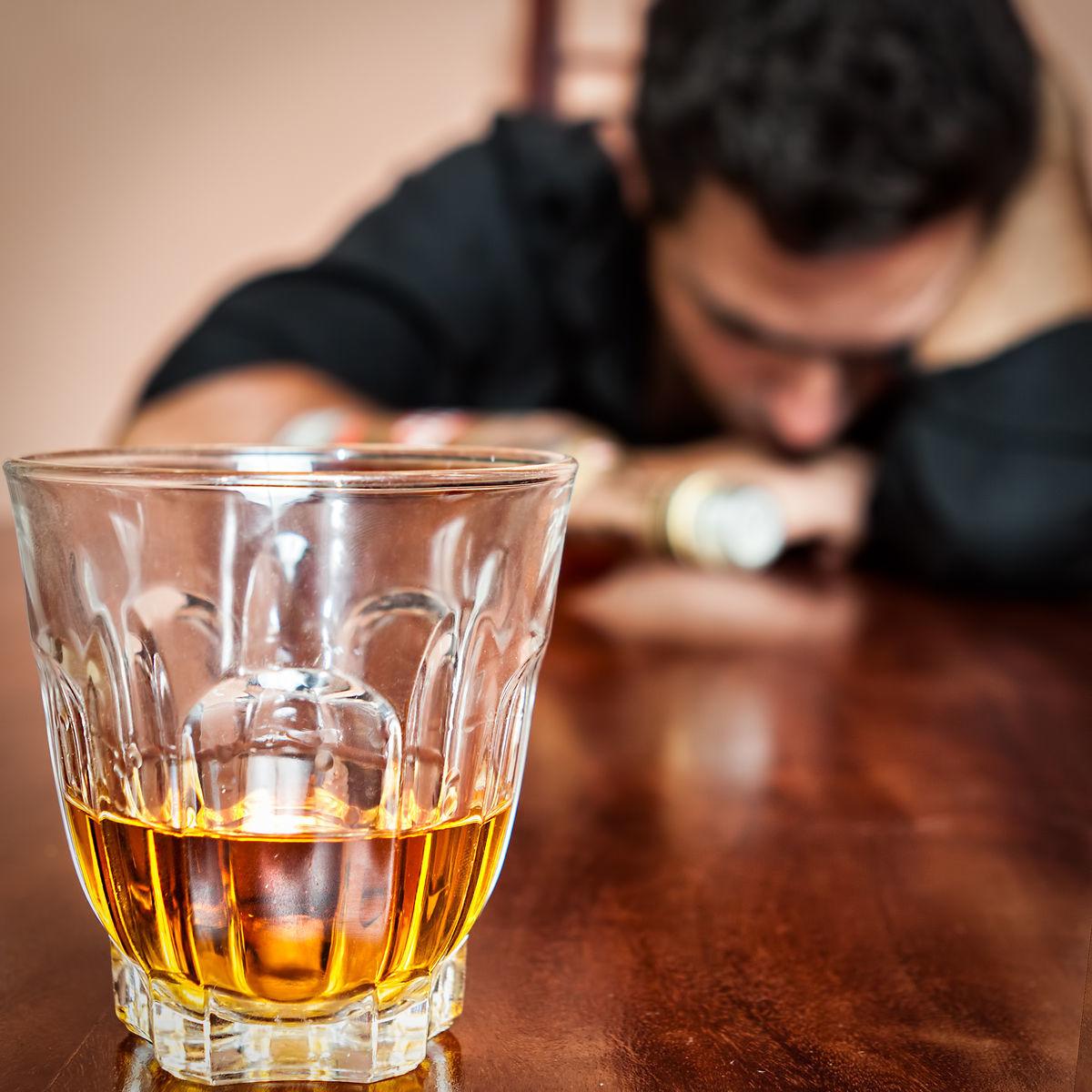 Štatistiky sú neúprosné. V starých učebniciach sa pomer od alkoholu závislých žien a mužov uvádzal jedna k dvadsiatim. Dnes je to jedna ku trom.