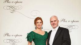Riaiditeľka Plesu v opere Andrea Cocherová a jej manžel Ivan Golian.