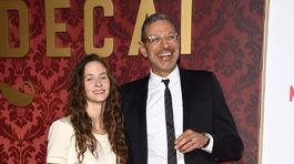 Herec Jeff Goldblum so svojou tehotnou partnerkou Emilie Livingston.