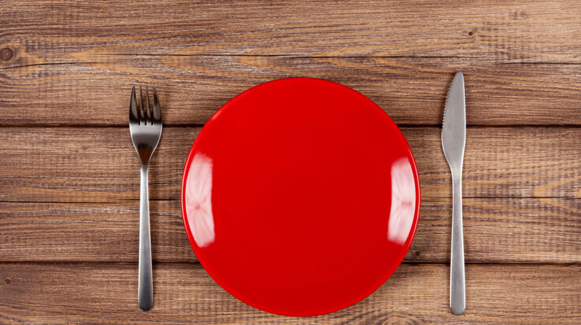 červený tanier