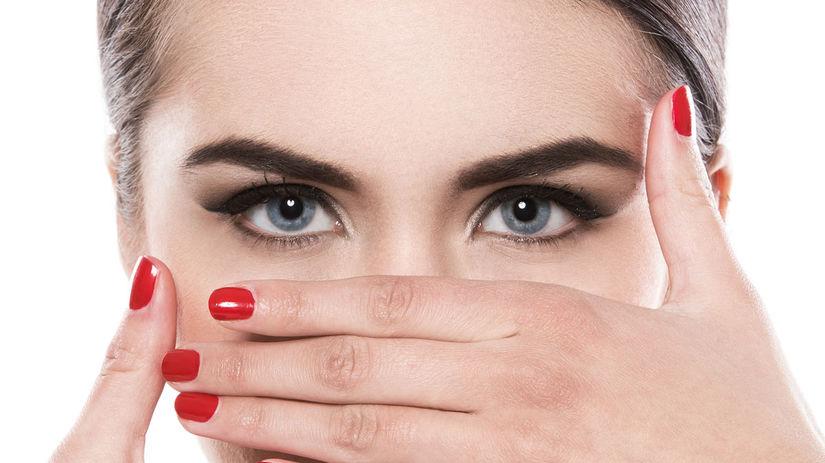 žena, ruky, oči, tvár