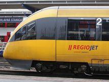 vlak, stanica, cestovanie, zeleznica, doprava, RegioJet, stude