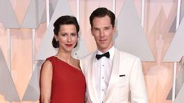 Nominovaný herec Benedict Cumberbatch s manželkou Sophie Hunterovou.
