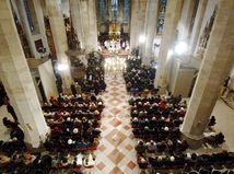 kostol, omša, veriaci, viera, cirkev