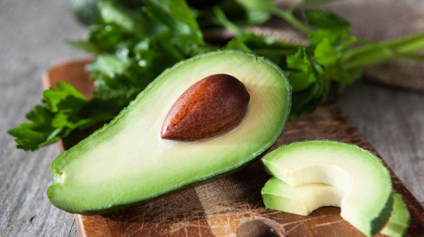 Avokádo dokáže redukovať vysoký cholesterol.