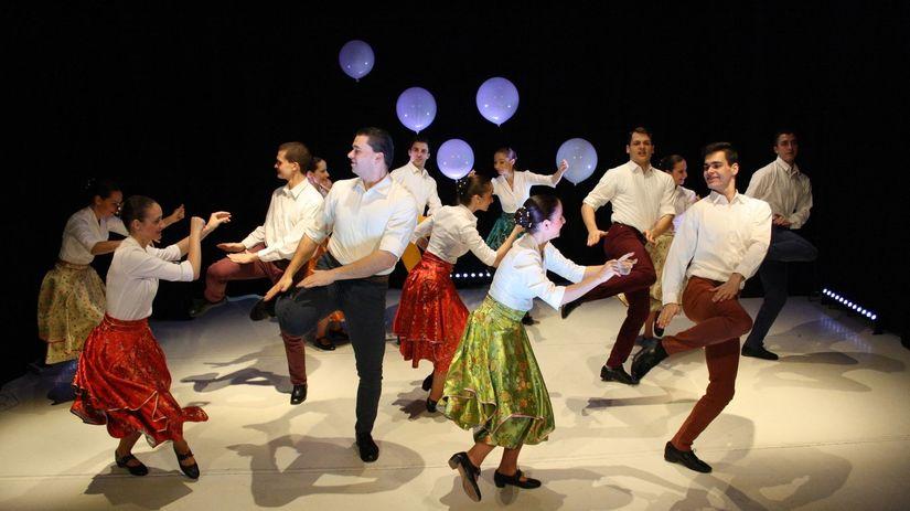 Maďarské tanečné divadlo Ifjú Szivek počas...