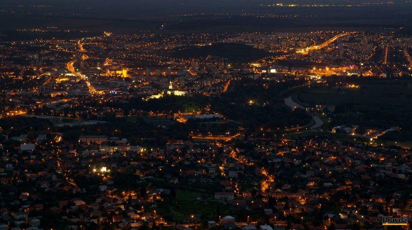 večerná Nitra, mesto, svetlá