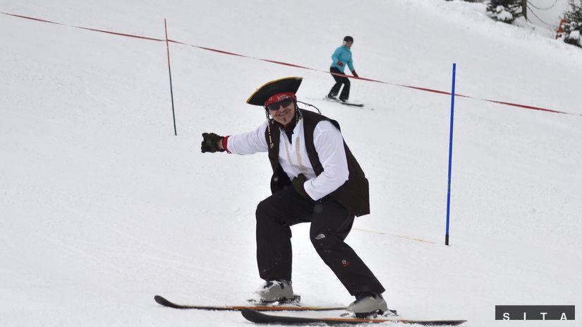 Karneval masiek na lyžiach, masky, lyžovačka,...
