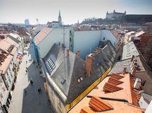 Bratislava, turisti, stare mesto, Bratislavsky hrad