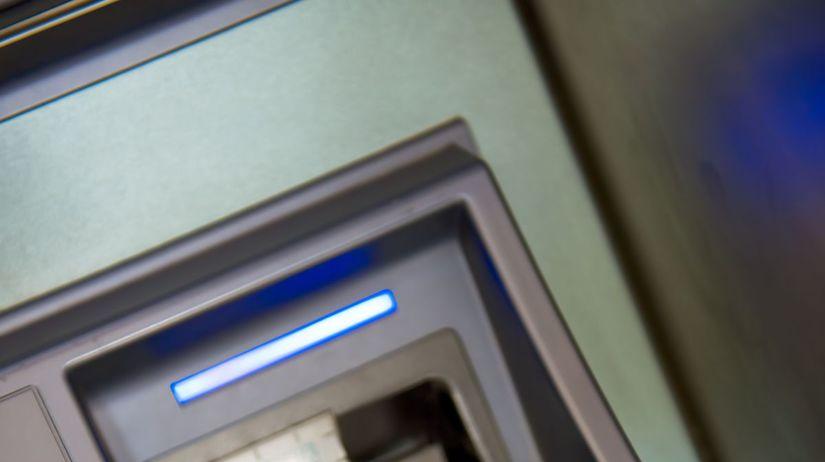 bankomat, banka, platobná karta, poplatky