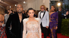 Kim Kardashian odpremiérovala prvú kreáciu dizajnéra Petra Dundasa pre módny dom Roberto Cavalli.Institute Benefit Gala