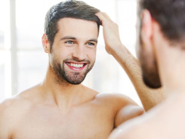 Muži sa častejšie dívajú do zrkadla a dôvodom je najmä ich spokojnosť.