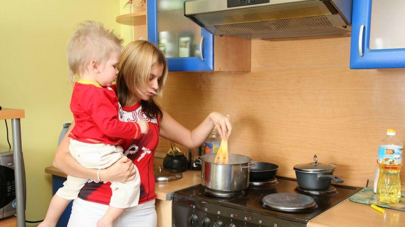 matka, kuchyňa, varenie, dieťa, bábätko,...