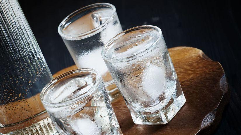 alkohol, vodka, nalievať, piť, opitý, pohárik,...