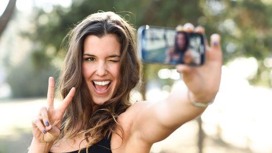 Internetom na šíri nechutný trend: Namiesto prírodných pozadí fotia turisti tie svoje