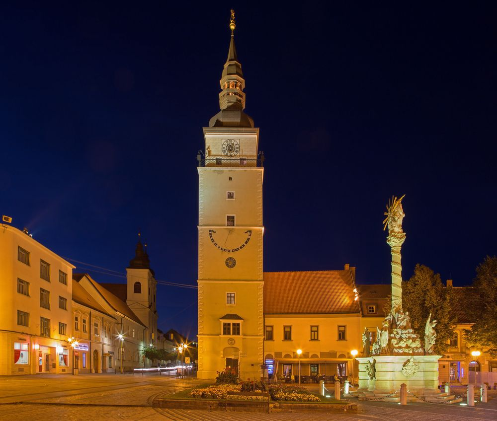 Trnava, Trojičné námestie, mesto, noc, svetlá, Mestská veža