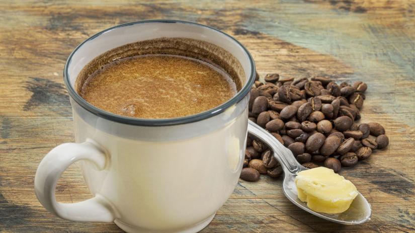 káva, maslo