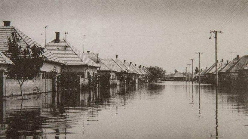 Mierová ulica v Kolárove počas povodne v roku 1965