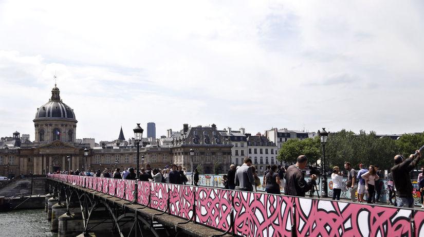 most Pont des Arts, Paríž, zámky lásky, graffiti
