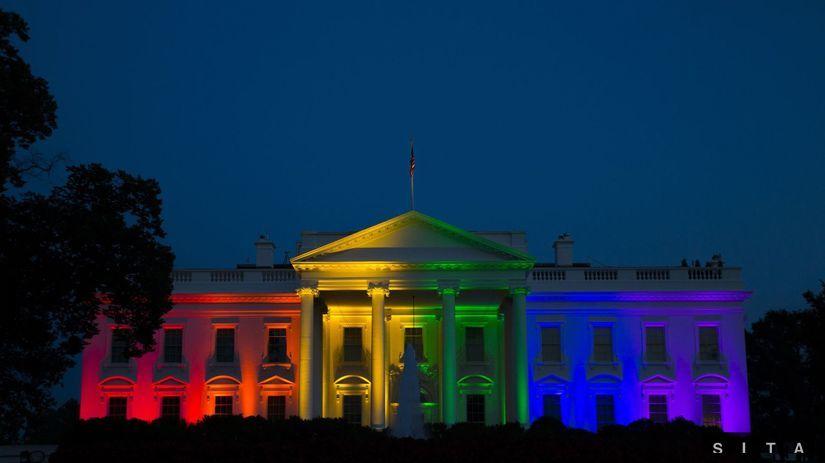 Biely dom, dúhové farby, homosexuálne sobáše