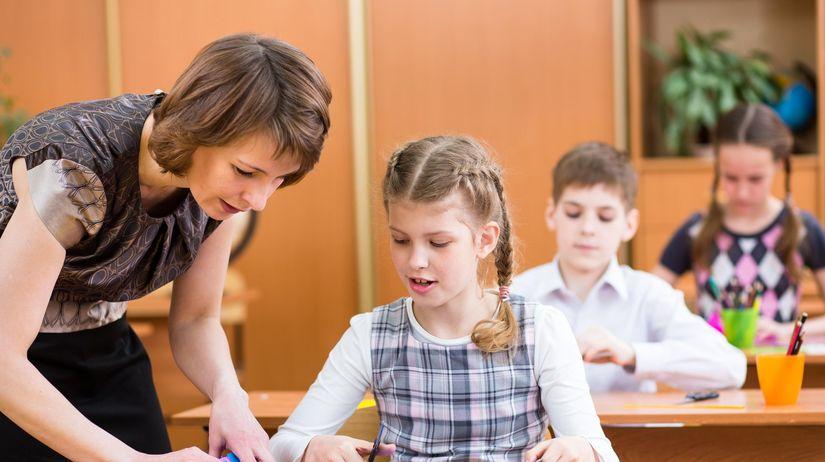 škola, učiteľka, žiačka