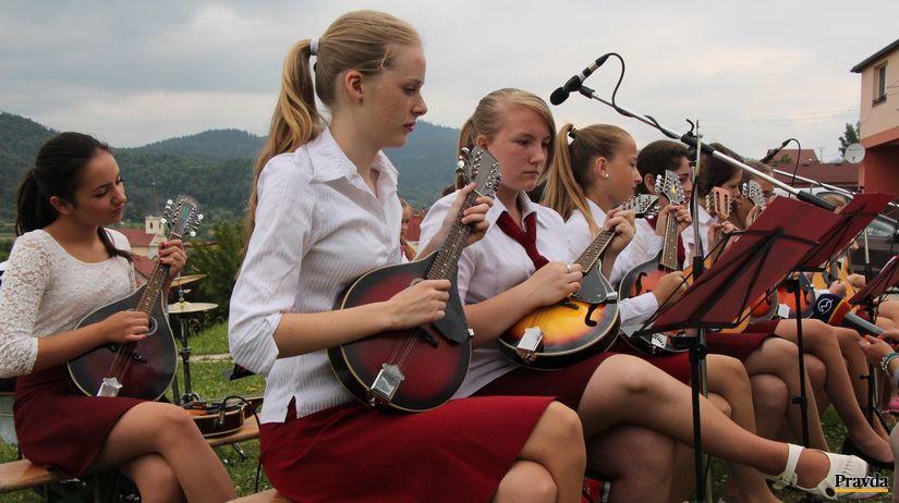 mandolíny, detský súbor, hudobníci, dievčatá