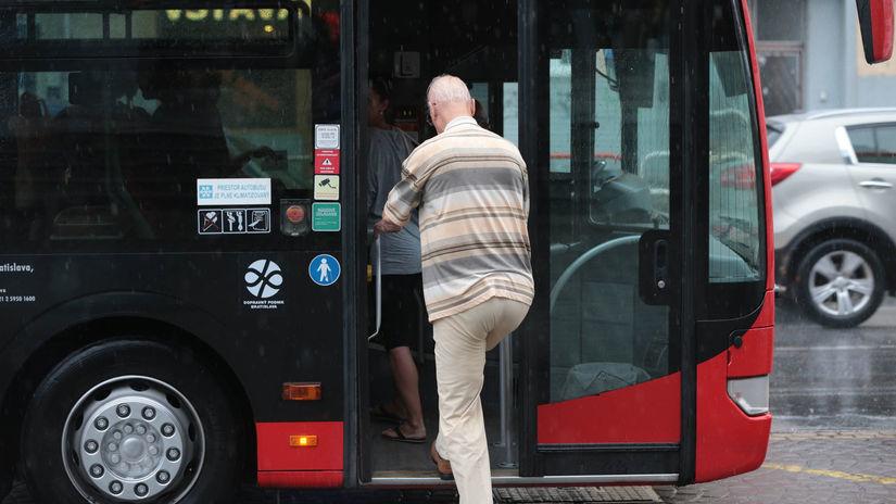 MHD, autobus, dôchodca