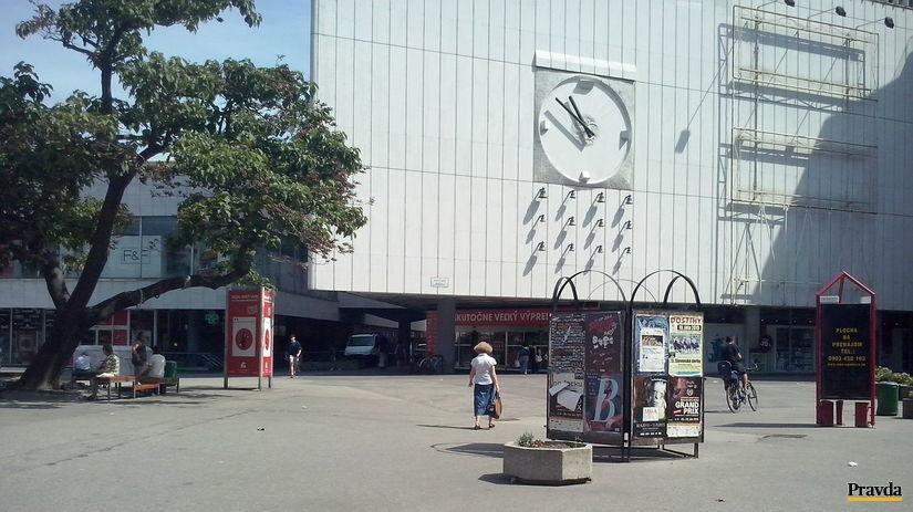 kamenné námestie, Bratislava, reklama