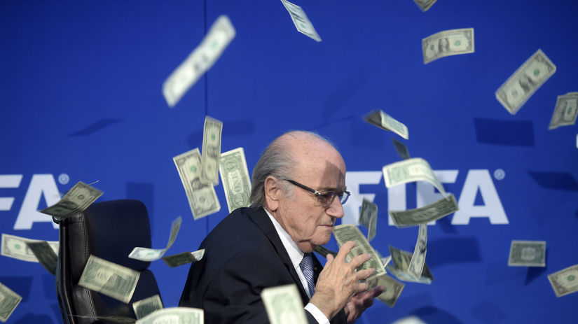 Prezident FIFA, Sepp Blatter, bankovky, peniaze