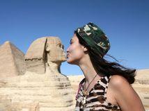 Sfinga, Egypt, púšť, bozk, turistka,