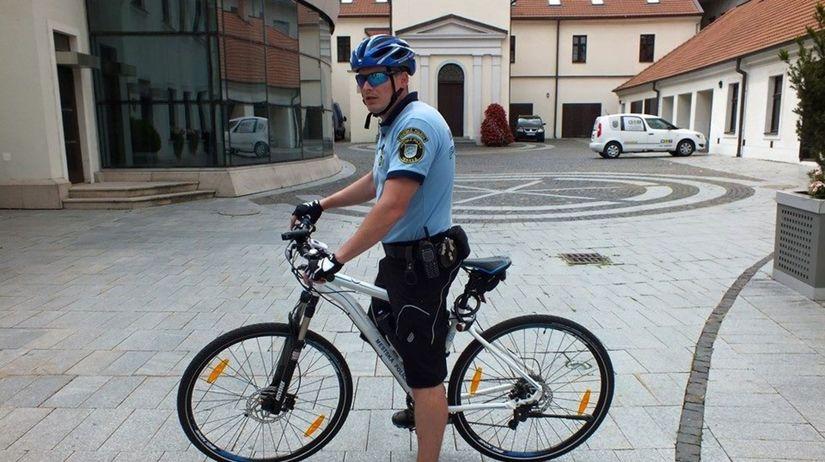 trnava, cyklohliadka, bicykel, policajt