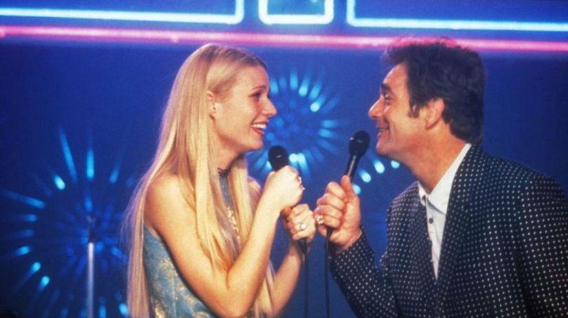 Gwyneth Paltrow a Huey Lewis na snímke z filmu...