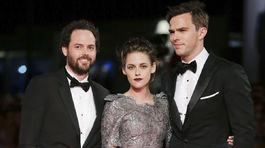 Drake Doremus (vľavo) s hercami Kristen Stewart a Nicholas Houltom